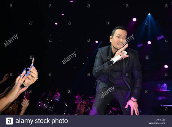 Victor Manuelle at The Wiltern